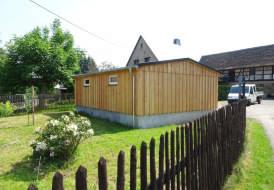 Schuppen und Garagengebäude Holzständerbauweise mit Lärcheverkleidung