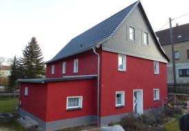 Dachsanierung mit Metalldachplatten und Kunstschiefer Giebelverkleidung