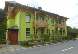 Zimmermannsmäßige Dachstuhlsanierung mit Aufdachdämmung und Lärche Fassadenverkleidung